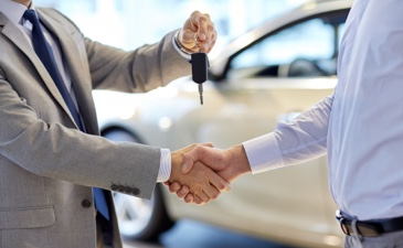 We compare lease deals from a wide panel of lenders